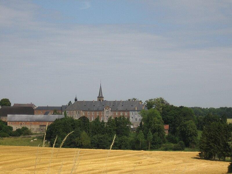 http://upload.wikimedia.org/wikipedia/commons/thumb/3/38/Saint-G%C3%A9rard%2C_Abbaye.JPG/800px-Saint-G%C3%A9rard%2C_Abbaye.JPG