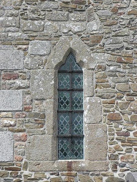 Extérieur de l'église Saint-Georges de Saint-Georges-de-Gréhaigne (35). Costale sud de la nef. 2ème fenêtre.