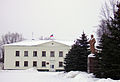 Semoynov Monument to Lenin & District Court.jpg