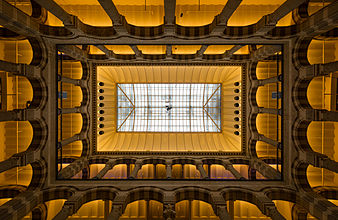 Shopping Center Magna Plaza Amsterdam 2014.jpg