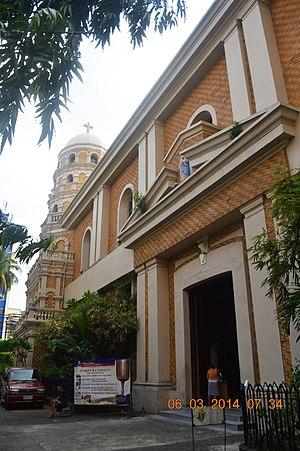 Santa Cruz Church (Manila) - Image: Side of Santa Cruz Church