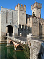 Sirmione-Castello scaligero.jpg