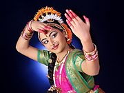 https://upload.wikimedia.org/wikipedia/commons/thumb/3/38/Sisira_Kuchipudi_Pose1.jpg/180px-Sisira_Kuchipudi_Pose1.jpg