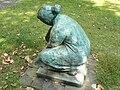 Skulptur Spielende Frau (Marl, Germany).jpg
