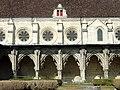 Soissons (02), abbaye Saint-Jean-des-Vignes, réfectoire, côté est, et cloître gothique, galerie ouest 1.jpg