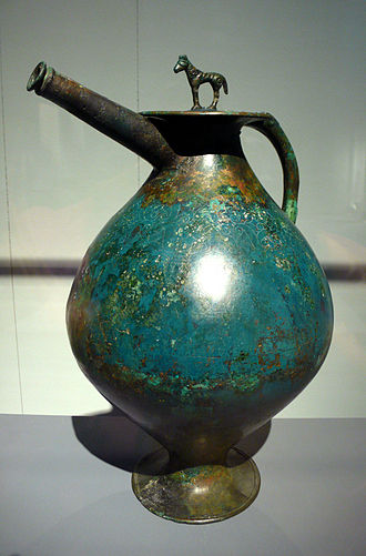 Bronze and brass ornamental work - Spouted bronze flagon, c. 320 BC