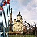 Statue of Avram Iancu and Assumption Cathedral, Cluj-Napoka.jpg