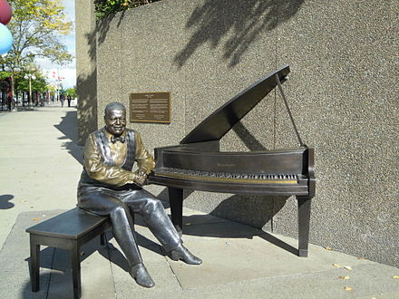 Statue of Oscar Peterson was unveiled by Queen Elizabeth II at the National Arts Centre in Ottawa in June 2010. Statue of Oscar Peterson 1.jpg