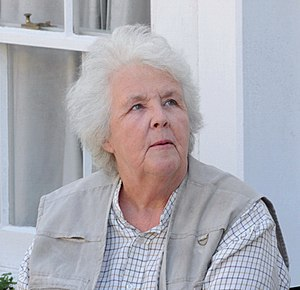Stephanie Cole - Cole filming Doc Martin in Port Isaac, June 2009