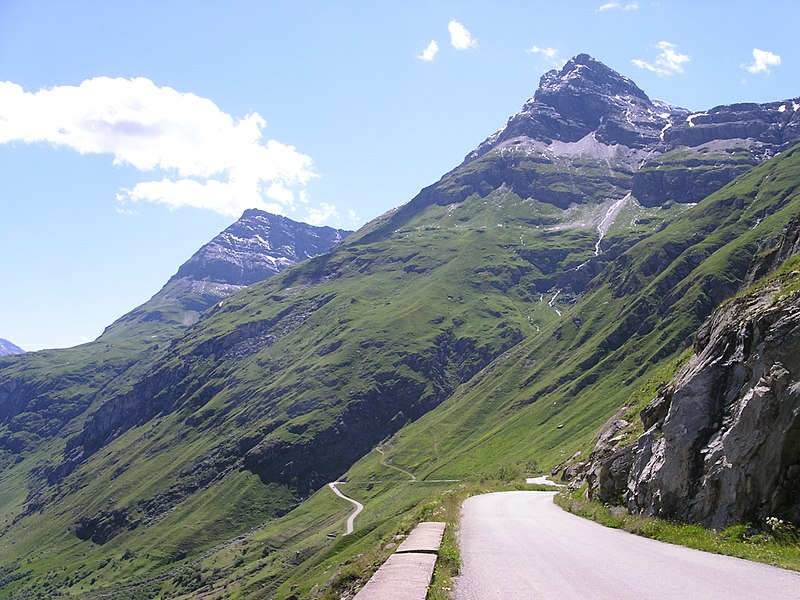 Strasse vom Maurienne-Tal in Richtung Col de l' Iseran