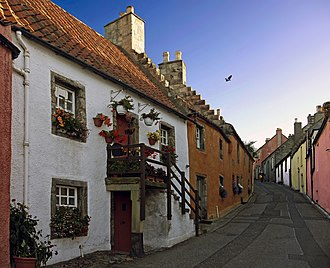Ian Gordon Lindsay - Street in Culross