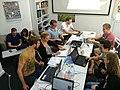 Studenten editieren im Wikipedia-Kontor Hamburg.jpg