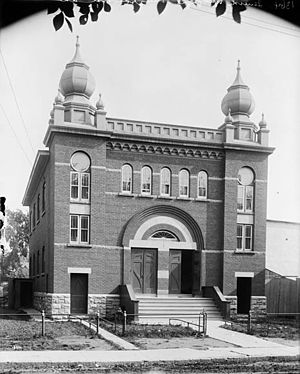 Ottawa French Seventh-day Adventist Church - The building in the early 20th century, when it was still a synagogue