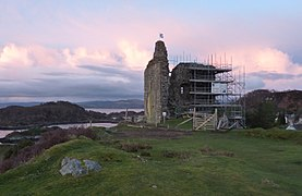 Tarbert Castle 20120410 tower 15c.jpg