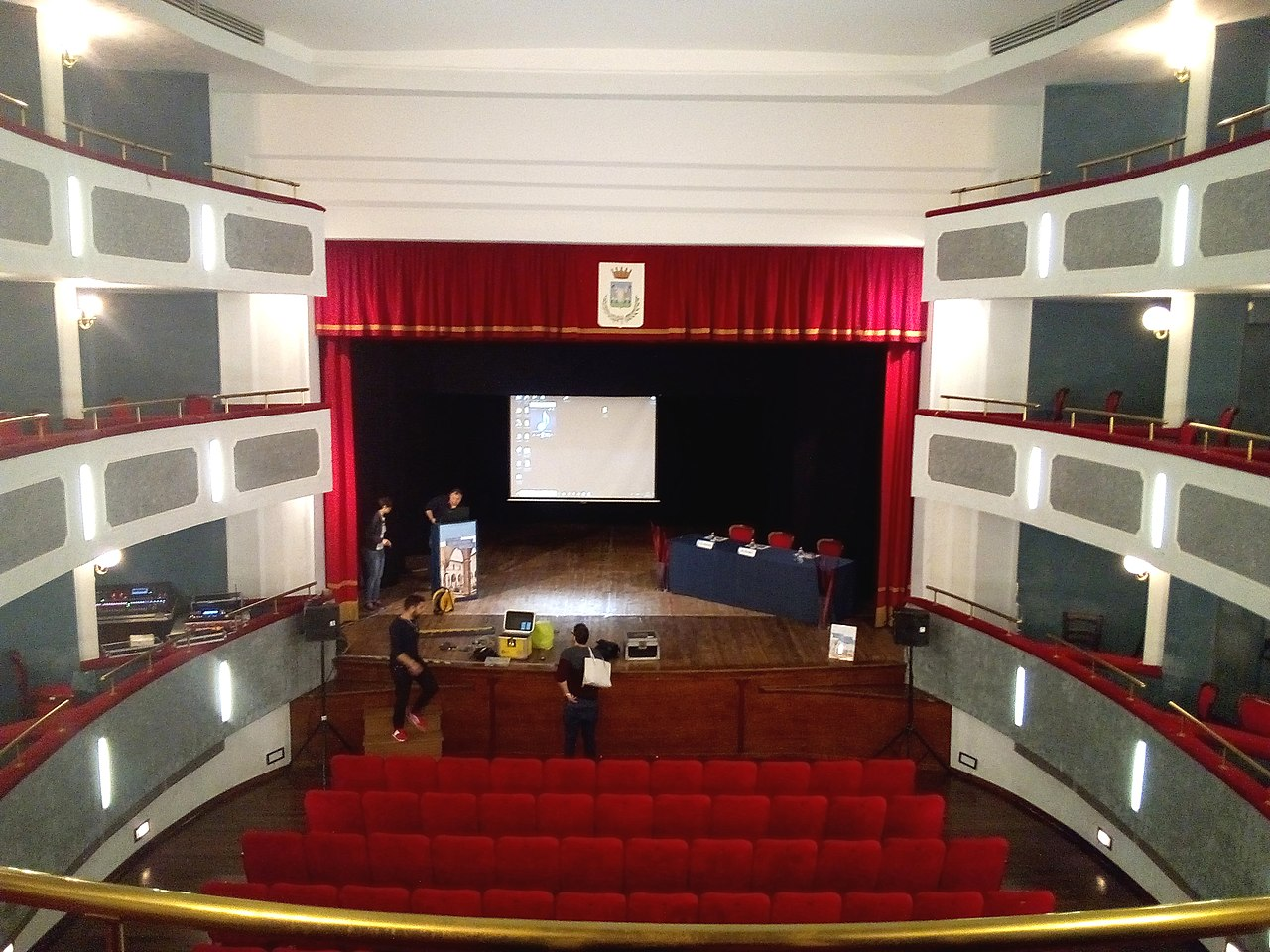 Teatro Talia Tagliacozzo interno.jpg