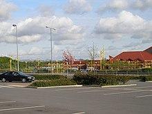 Teesside Retail Park kun La Klevlandaj Montetoj pretere - geograph.org.uk - 415341.jpg