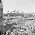 Tempelresten en ruïnes in Byblos, op de achtergrond de Middellandse Zee, Bestanddeelnr 255-6373.jpg