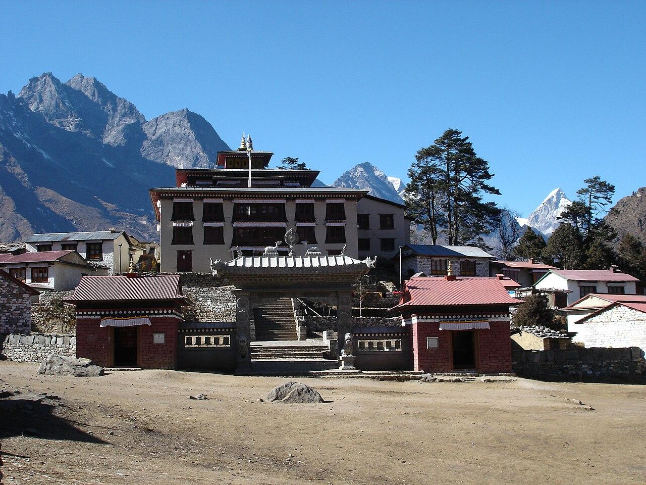 Tengboche monastery-Nmnogueira.jpg