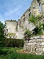 Thiers-sur-Thève (60), ruines du château, tour à droite de l'entrée.jpg