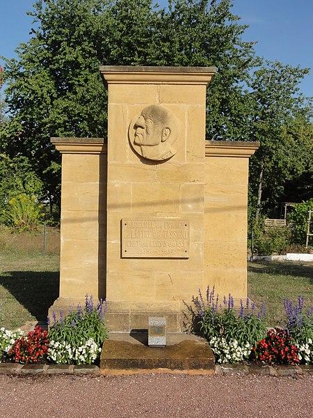 Thierville-sur-Meuse (Meuse) mémorial maréchal de Lattré de Tassigny