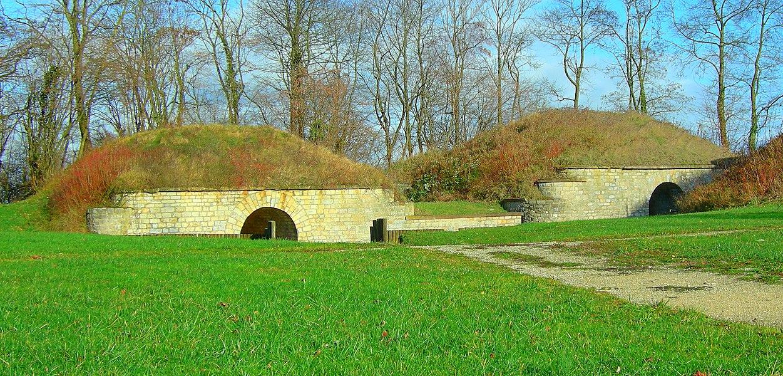 Abri-traverses de l'enveloppe, à l'est du fort.  Lachaux fortifications (HDR).