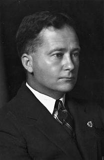 Thomas White (Australian politician) Australian aviator and politician