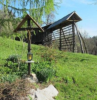 Toško Čelo - Image: Toško Čelo Slovenia wayside shrine and hayrack