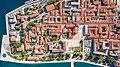 Top-Down-Blick auf das historische Zentrum von Zadar, Kroatien (48607319948).jpg