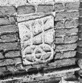 Toren steen in zuid-zijde van de steunbeer - Vught - 20377602 - RCE.jpg