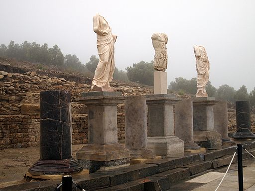 Torreparedones, esculturas foro