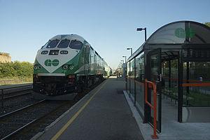 Train stopping at Bloor GO Station, August 2011.jpg
