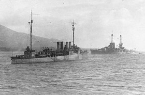 USS Stevens (DD-86) and USS Oklahoma (BB-37) at Berehaven, Ireland, in 1918 (NH 63575).jpg