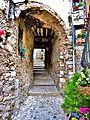 Une autre entrée dans le village haut.jpg