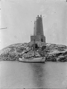 Unidentified lighthouse on the coast of Norway (5664266676).jpg