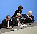 Unterzeichnung des Koalitionsvertrages der 18. Wahlperiode des Bundestages (Martin Rulsch) 105.jpg