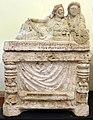 Urna con kline, età ellenistica, dalla necropoli del palazzone (PG) 02.jpg