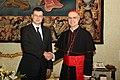 Valdis Dombrovskis tiekas ar kardinālu Tarčisio Bertoni (7408282018).jpg