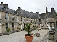 Valognes - Hôtel de Thieuville.JPG