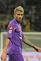 Behrami Playing For Fiorentina