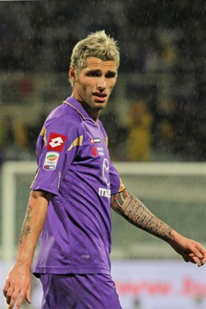 Valon Behrami - Behrami playing for Fiorentina