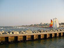 Vista della costa emiliano-romagnola da Milano Marittima nel comune di Cervia in Provincia di Ravenna