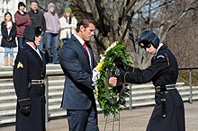 046fc9f3107a83 Ben Roberts-Smith placing a wreath in front of Tomb of the Unknowns.