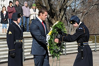 Ben Roberts-Smith - Ben Roberts-Smith placing a wreath in front of Tomb of the Unknowns.