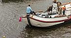 Vrachtschip 'Tiid is Jild' van Tj. Terpstra 25 Ton tijdens het skûtsjesilen op het Sneekermeer.jpg