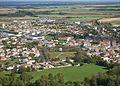 Vue aérienne de Mauzé sur le Mignon.jpg