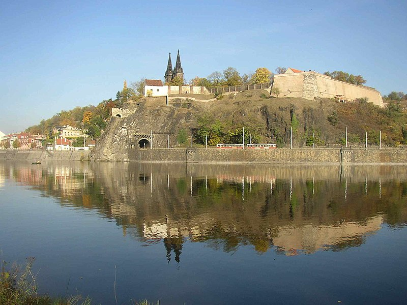 http://upload.wikimedia.org/wikipedia/commons/thumb/3/38/Vysehrad_as_seen_over_the_Vltava_from_Cisarska_louka_731.jpg/800px-Vysehrad_as_seen_over_the_Vltava_from_Cisarska_louka_731.jpg