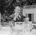 Walter Mehring zittend op een terras, Bestanddeelnr 254-5049.jpg