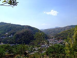 Daen Lao Range - Image: Wat Doiwao scenic