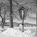 Wegkruis in de buurt van Rottach-Egern in de sneeuw, Bestanddeelnr 254-3774.jpg