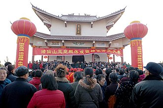 Chinese lineage associations - People forgather for a worship ceremony at an ancestral shrine in Hong'an, Hubei.